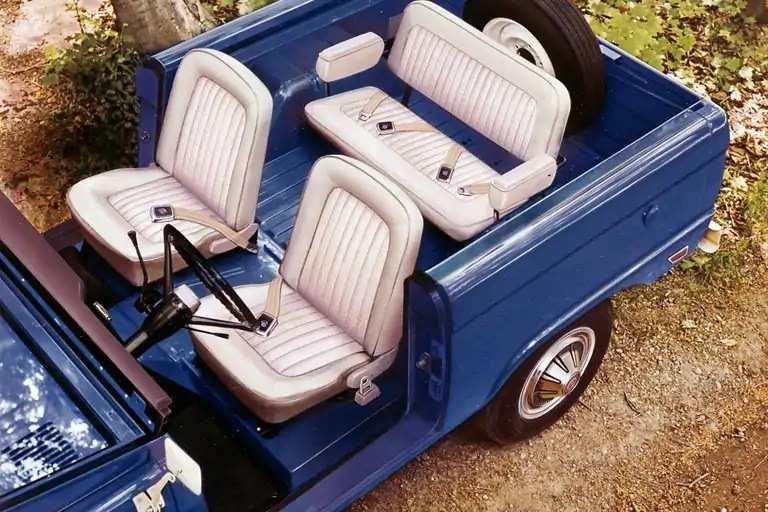 bronco-seating-gen01-1969