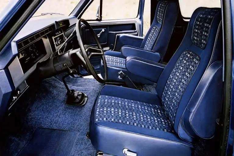 bronco-seating-gen03-1982