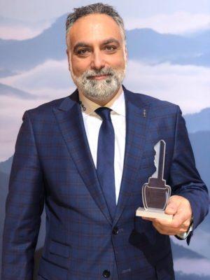 Le prix a été remis à M. Stéphane Breton, représentant chez 440 Lincoln Laval.