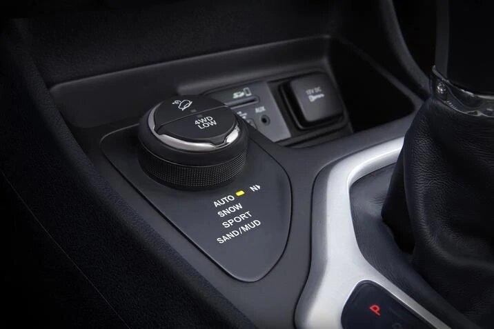 2017 Jeep Cherokee Limited interior