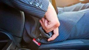 man buckling seatbelt