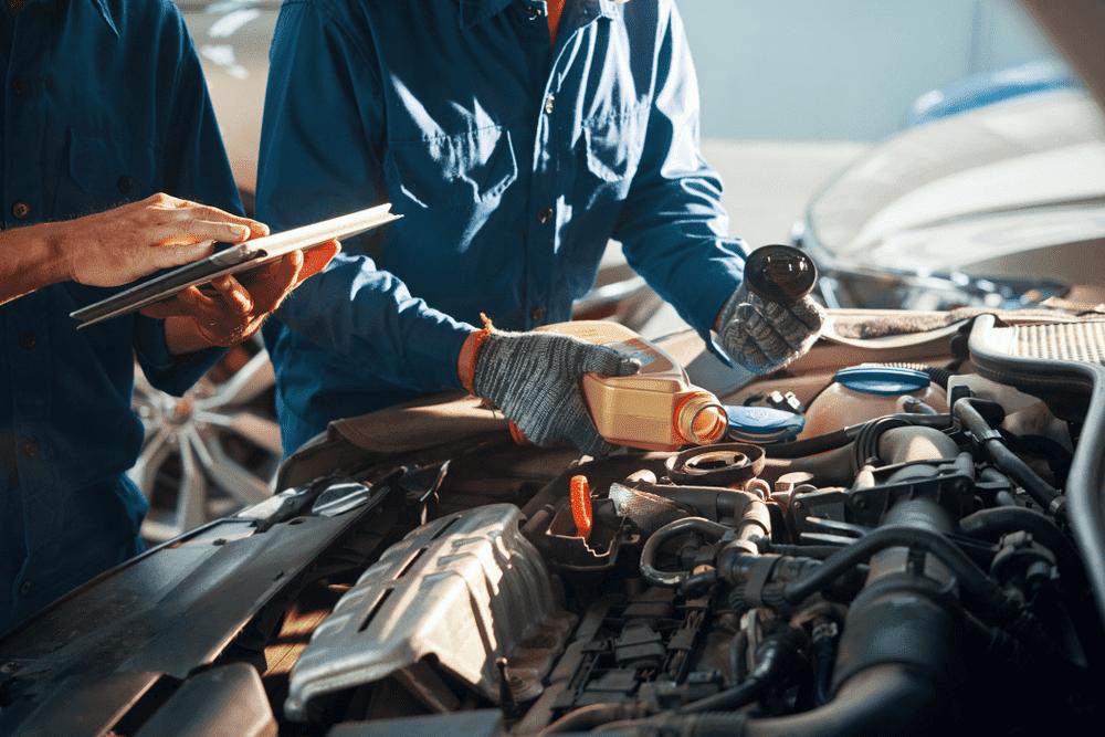 mechanics changing oil